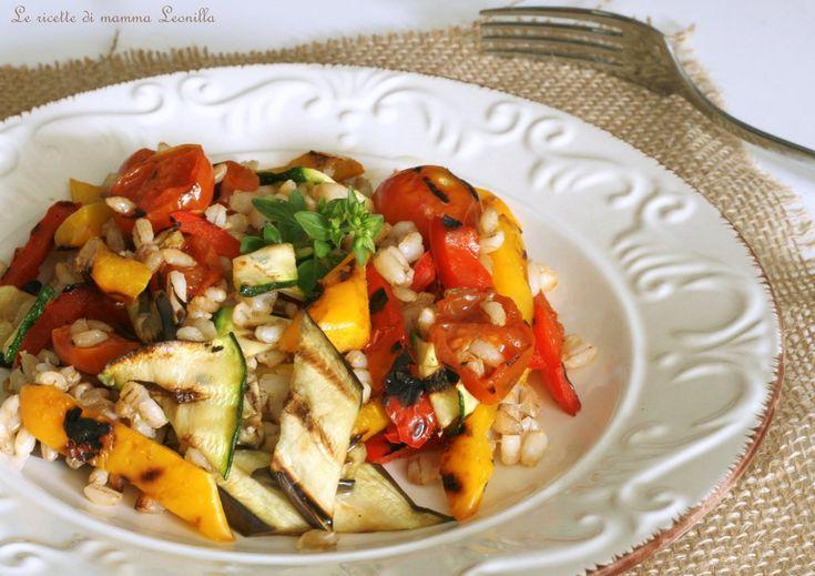 Insalata di orzo e verdure grigliate