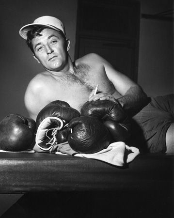 Scandals of Classic Hollywood: Robert Mitchum, Smokin' the Dope| The Hairpin