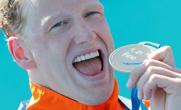 Ferry Weertman heeft op de WK in Hongarije (op di 18 juli 2017) geschiedenis geschreven. De 25-jarige zwemmer kroonde zich na een thriller van een race tot wereldkampioen op de tien kilometer open water zwemmen. Na twee Europese titels en olympisch goud heeft hij nu zijn gedroomde trilogie voltooid.