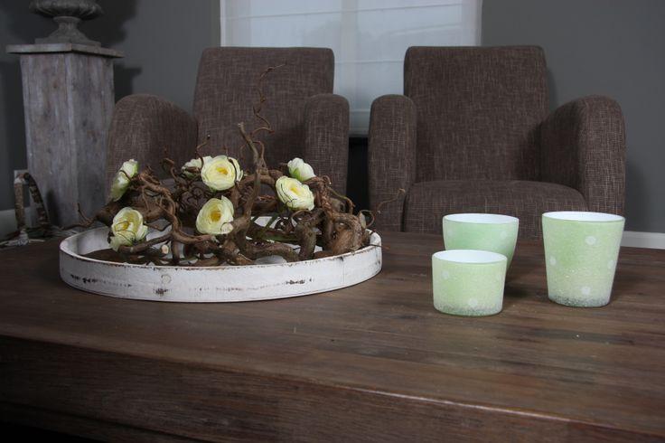 Tafelschaal gemaakt van kronkeltakken en zijde bloemen decoratie - Decoratie villas ...