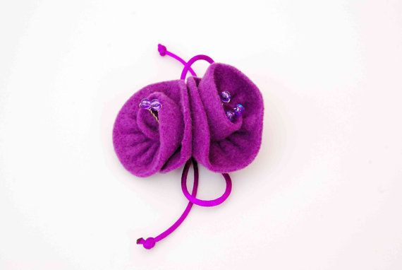 FREE SHIPPING Felt Brooch Mauve Roses by MeandMamaCreations, €8.00
