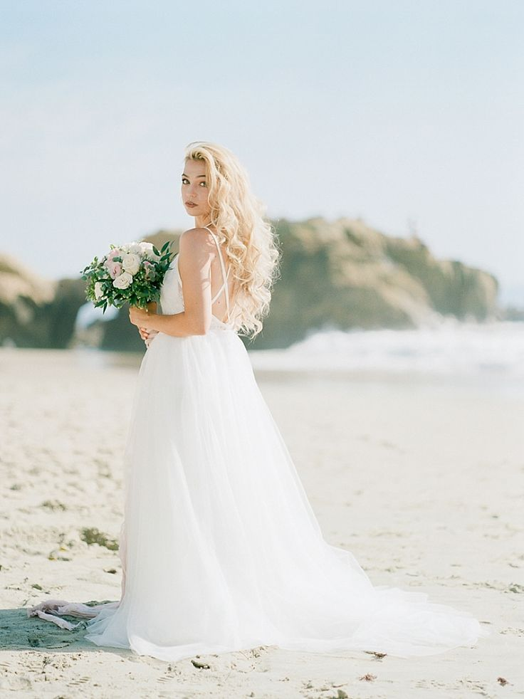 A Romantic Editorial Laguna Beach with Pink and White Florals