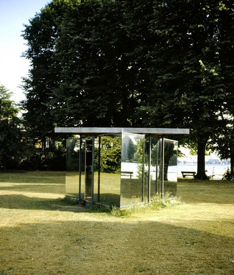 double triangular pavilion / Dan Graham / Hamburg, Alemania.