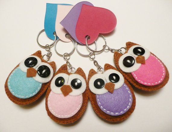 Easy felt owl keychains.............Lizzie is doing an owl theme at school this year!