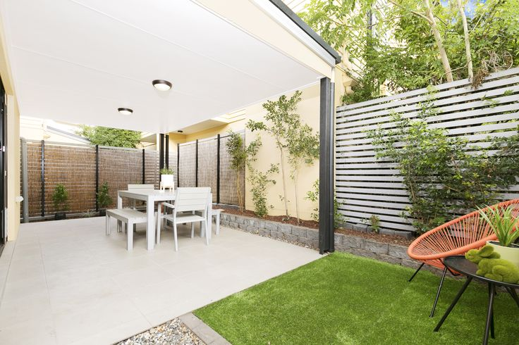 ENOGGERA 8/48 Glenalva Terrace....A private alfresco area opens out from the lounge and offers you an excellent space to entertain in a relaxed style or sit back and enjoy the paper and a morning coffee.