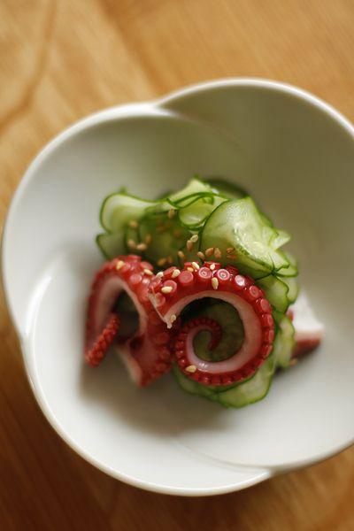 Japanese vinegared octopus  Podría ser una perfecta fusión entre los mediterraneo y lo japonés.  Nos encanta: www.abchumboldt.com