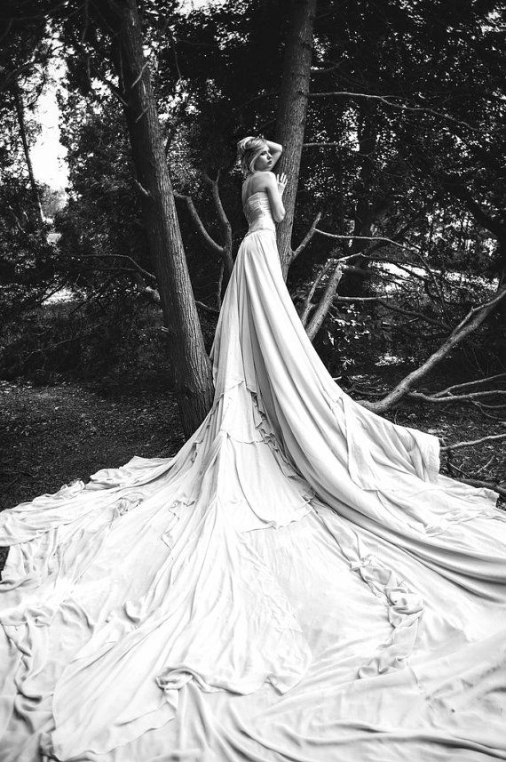 Long Wedding Dress with Very Long  Puddle Traine op Etsy, 2.952,03€