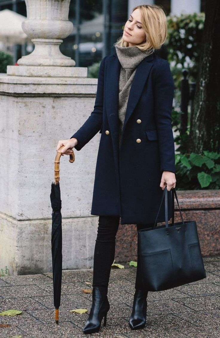 Navy coat + grey cashmere sweater #fashion #outfit #ideas #outfitideas #mode