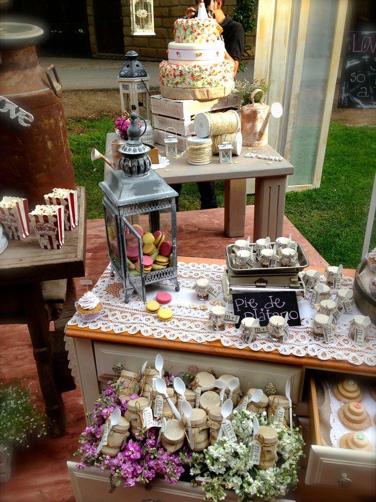 Palomitas y pastel podemos mezclar dulce y salado boda - Mesa de dulces para bodas ...