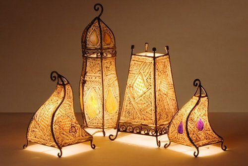 Add some magic into your home and brighten up the decor bringing home the Moroccan lanterns!