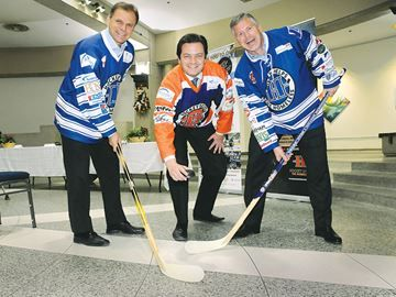 Hockey Helps the Homeless announces $100k goal in Barrie - Mayor Jeff Lehman admits he more of a pylon than a hockey player, but he's getting in on the action for the inaugural Hockey Helps the Homeless.