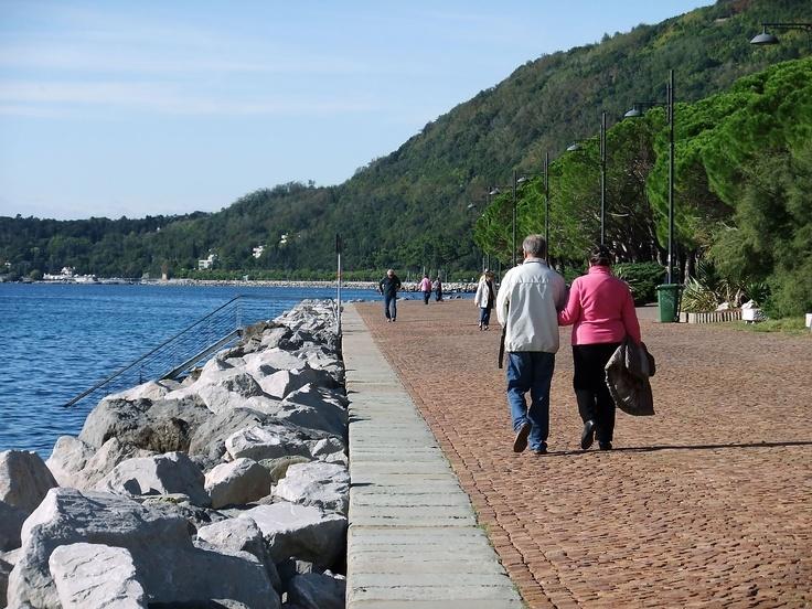 passeggiata sul lungomare di Barcola in Trieste