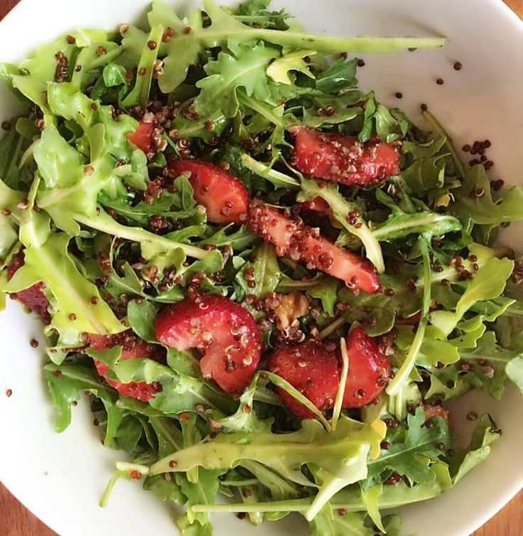 Healthy Salad! (2 cups arugula, 5 strawberries sliced, ¼ cup cooked quinoa) To make your dressing you need (1 tbsp extra virgin olive oil, ½ lemon juice, 1 dijon mustard) mix dry ingredients with dressing and enjoy! ------- Ensalada Saludable! (2 tazas de rúcula, 5 fresas en rodajas, 1/4 taza de quinoa cocida) Prepara el aderezo con: (1 cucharada de aceite de oliva, 1/2 limón exprimido y 1 cucharadita de mostaza) Buen provecho!