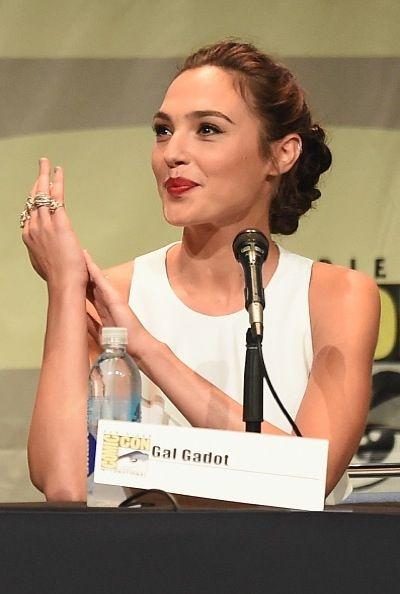 'Wonder Woman' Rumors: Chris Pine Execs Praise Patty Jenkins As Director #news #fashion