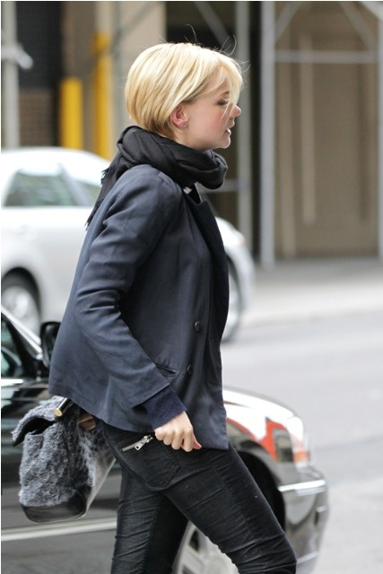Saw this picture of Carey Mulligan on Lainey Gossip and it makes me want to cut off all my hair. Now.