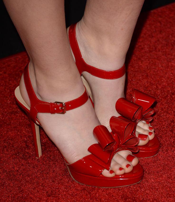 Kathryn Newton's Feet