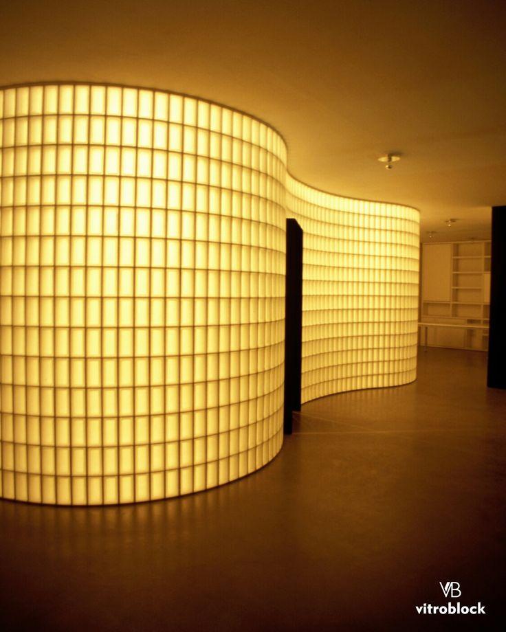 COMPLEJO KURSAAL - ROMA (ITALÍA) Pared construída con Ladrillo de vidrio linea Pegasus Neutro, modelo Rectangular Liso. . . #Vitroblock #LadrilloDeVidrio #Arquitectura #Obras #Pegasus #Kursaal