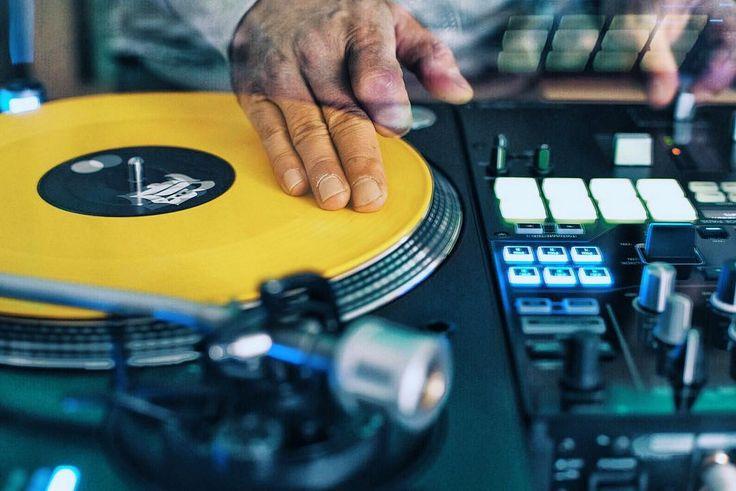 battleave vinylism  #practice#vinyl#vinylism#pioneer#pioneerdj#cut#scratch#turntablism#turntablist#fun#chill#musik#afterwork#klickklackphoto_ @battleave by djbeatfinger http://ift.tt/1HNGVsC
