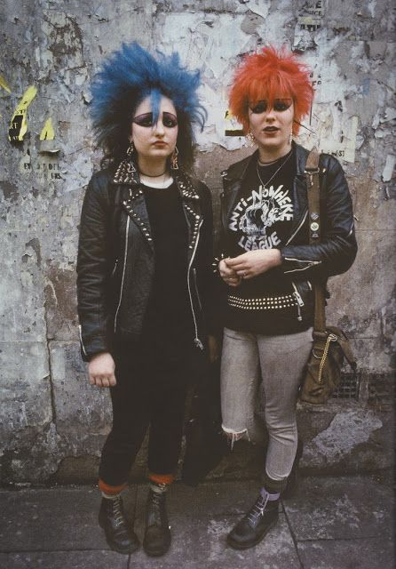vintage everyday: 70 Candid and Amazing Photographs That Capture London's Youth Culture from the Height of Punk