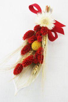 """La composizione floreale """"Barchetta"""", è composta da una fine foglia di Cocco laccata, con all'interno elementi naturali decorativi. Adatta come centrotavola, segnaposto, soprammobile o come idea regalo o bomboniera in occasione di cerimonie quali battesimi, comunioni, cresime e matrimoni. Un' idea originale, raffinata ed unica, capace di impreziosire ogni ambiente  Realizzata con: una piccola foglia di Cocco laccata bianca, grano naturale, phalaris colorata, craspedia colorata, caplumen…"""