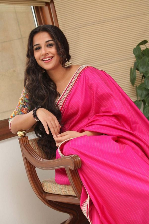 Bollywood Actress Vidya Balan Hot Pink Saree Photos