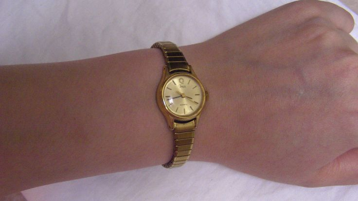 Stretch bracelet ladies watch