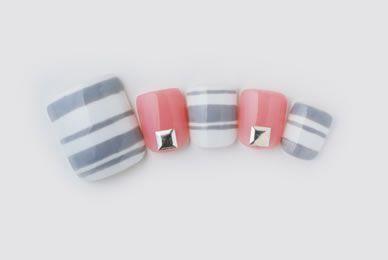 グレー×ピンクのボーダーネイル : 夏の足元を可愛く彩るフットネイルデザイン集 - NAVER まとめ