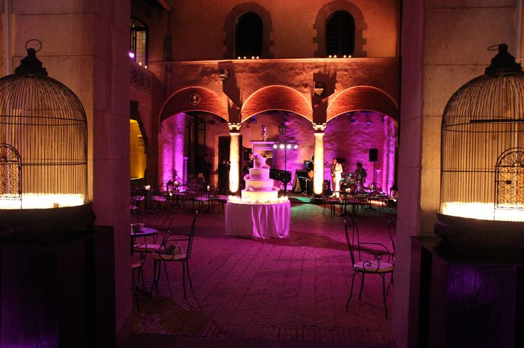 Stunning wedding cake in the castle courtyard purple toned@almaproject. By castelloilpalagio.eu