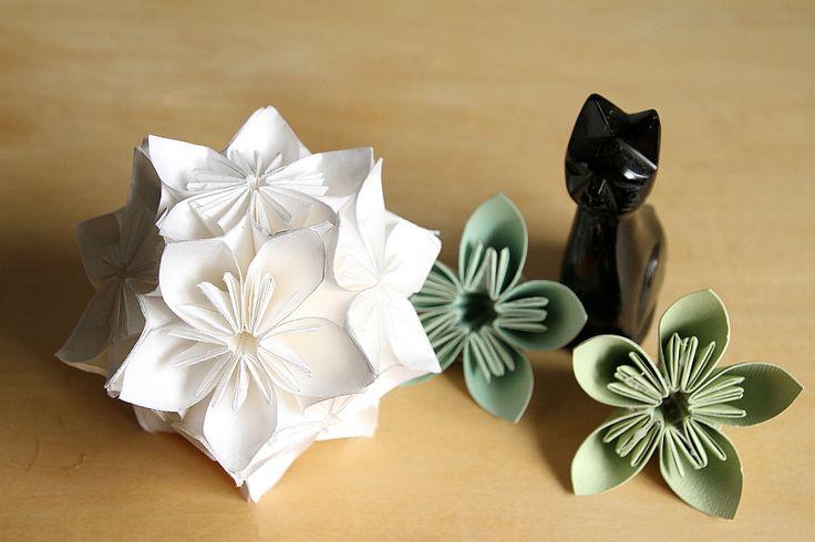 折り紙で吊るすインテリアをDIY♪『くす玉フラワーボール』の折り方   CRASIA(クラシア)