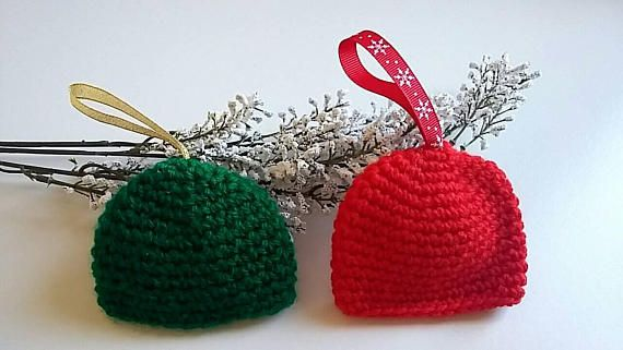Pack of two xmas beannies//red and green//