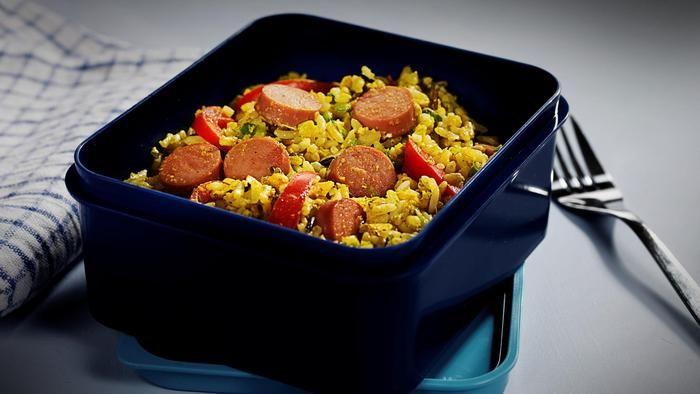 Stekt ris med kalkunpølse og egg