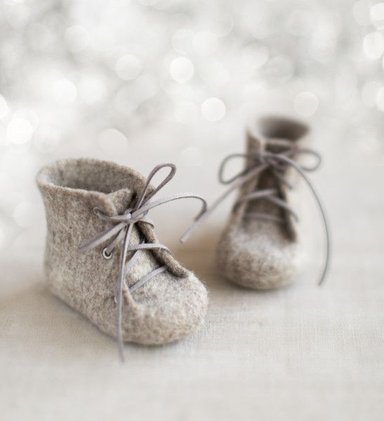 Natural organic wool boots for babies from Felt Studio VART by Vaida Petreikis