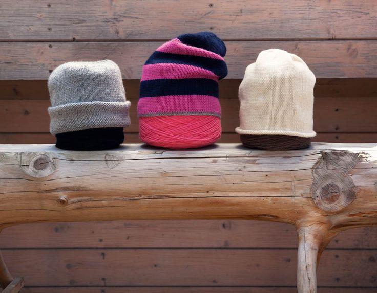 Dieser edle Beanie ist ein perfekter Begleiter für kühle Tage – klein gefaltet immer griffbereit. Eine Anleitung von Nina Schweisgut.