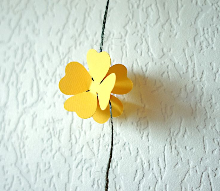Бумажные подвесные цветы.