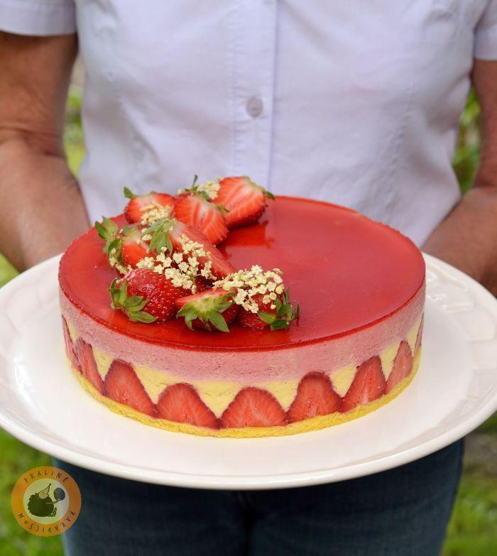 Még anyák napjára készült ez a torta, szinte a szezon első adag bodzájából. A torta alapja tulajdonképpen a klasszikus francia epres-...