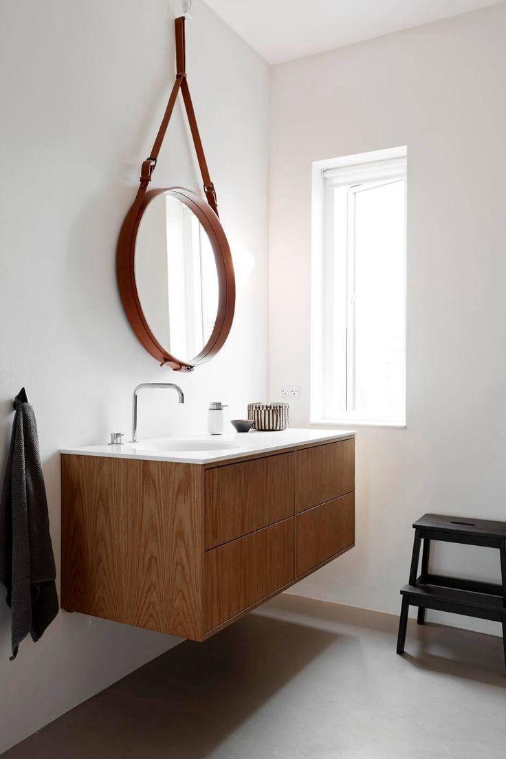 Badeværelse (kuma bordplade, egetræsmøbel)