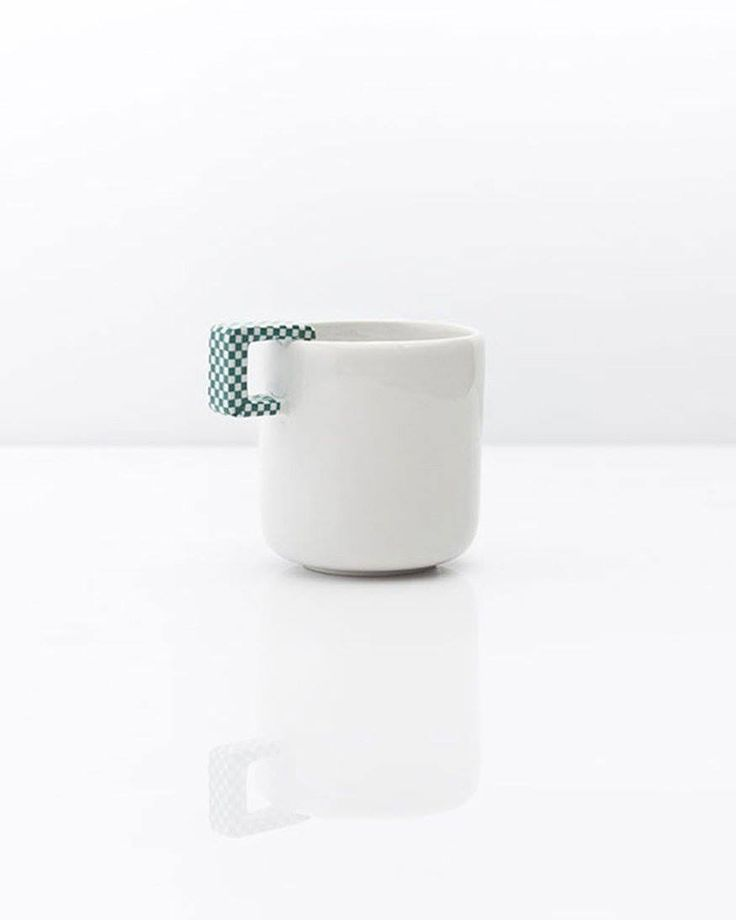 Mug – Single Porcelain mug, popular element of SINGLE SET collection. SINGLE SET is created in the spirit of Craft Design – popular trend among designers manufacturing products in their studios. Products are handmade, therefore there might be slight differences between each item.