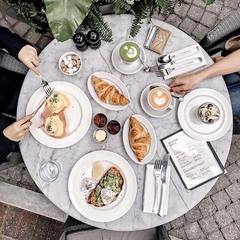 Will miss our mornings at @thehoxtonhotel 💛 how perfect is this breakfast? 😍 идеальный завтрак в отеле Hoxton 👌🏻 в этот раз мы остановились в районе Shoreditch и мне открылся совсем другой Лондон ✨#london #hoxtonhotel #shoreditch #onthetableproject
