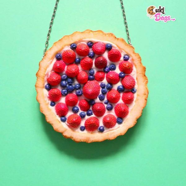 Wearing this fruit tart handmade bag, will take you straight to your childhood. You will remember the mornings when your grandmother used to bake the best fruit tart in the world. The blueberries, strawberries and the vanilla flavour will remain forever in your mind and in your soul. WORLDWIDE DELIVERY - FREE SHIPPING for orders over $200;