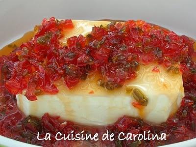 La Cuisine de Carolina: Queso crema con almibar de pimenton - Philadelphia avec poivron confit - 1 tarrina de queso Philadelphia (o para los franceses Saint Morêt) - 1/2 de pimentón rojo grande - 1/2 pimentón verde grande - 1 vaso de azúcar - 1/2 vaso de agua - 1/2 vaso de vinagre de vino