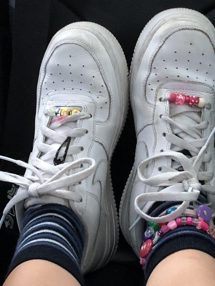 Ich habe auch Lisa Frank Aufkleber auf dem Nike Sw…