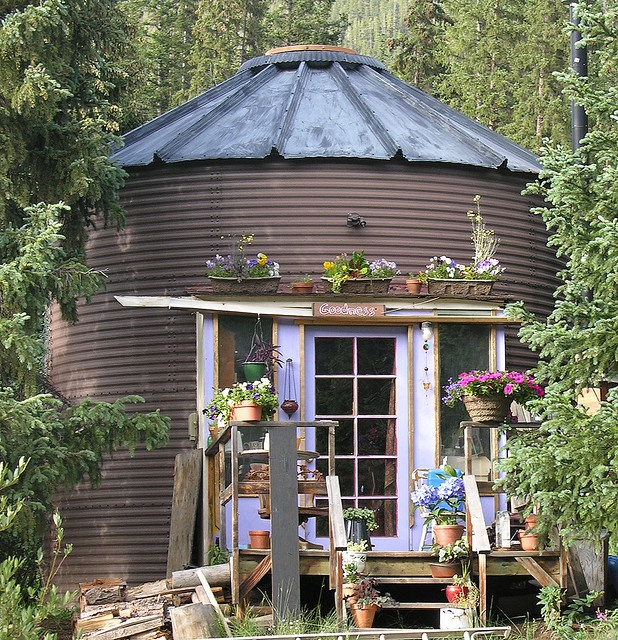 48 best images about silo love on pinterest cow print for Round garden buildings