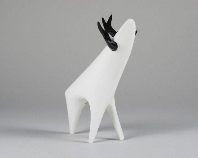 Jeleń z  Ćmielowa - Polski design. Figurka zaprojektowana przez Mieczysława Naruszewicza w 1960 roku.