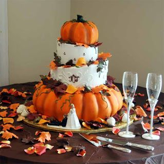 Another beautiful pumpkin wedding cake with table decorated with leaves