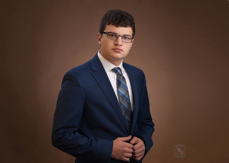 Photographer Amy Donley http://www.arportraits.com Durand, Michigan 989-288-3630 Corunna, Owosso, Byron, Swartz Creek, Perry, Linden, Fenton, Flushing, guy suit and tie yearbook formal senior picture.