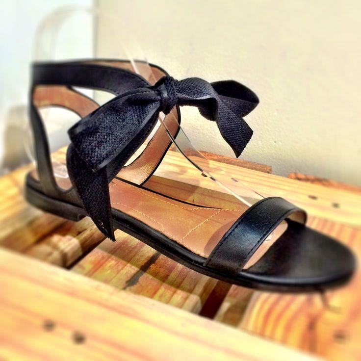 Black flat sandal ribbon bow