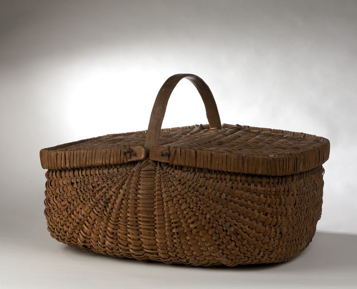 LARGE AMERICAN WOVEN SPLINT GATHERING BASKET WITH TWO COVERS, AFFIXED WITH A…