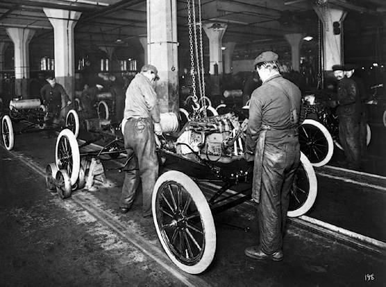 Henry Fordu0027s assembly line manufacturing process made the Model T the first form of affordable transportation & The 10 best images about invention Henry Ford on Pinterest ... markmcfarlin.com
