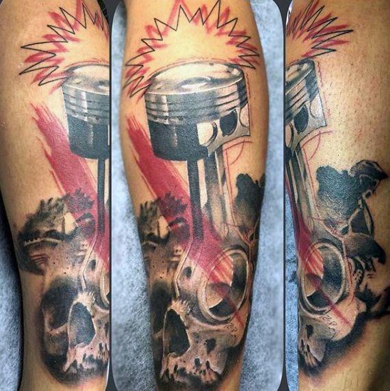 Mens Motocross Tattoos von Kolben und Schädel auf Arm