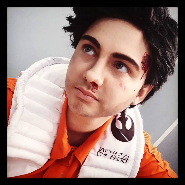 """""""That's Vice Admiral Holdo? Not what I expected."""" -- I'm about to get on a plane to go to Brisbane. I hate commercial aircraft because my anxiety goes through the roof. Pray for me lovelies!  -- Poe Dameron - Star Wars -- #poedameron #cosplay #cosplayersofinstagram #australiancosplayer #starwarsthelastjedi #starwars #starwarscosplay #ftm #ftmcosplay #ftmmakeup #cosplaymakeup #poedameroncosplay #resistancepilot #tfa #tlj #sw#poedameron #cosplayer"""